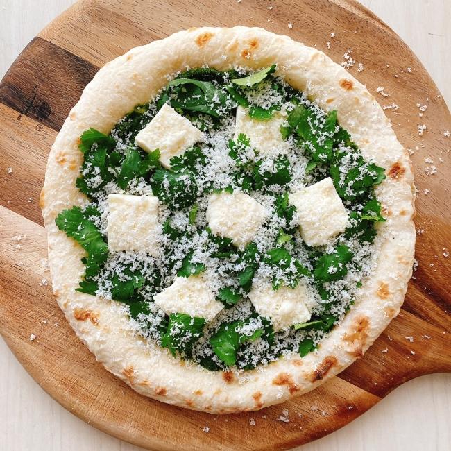 森山ナポリ「パクチーとモッツァレラのピザ」